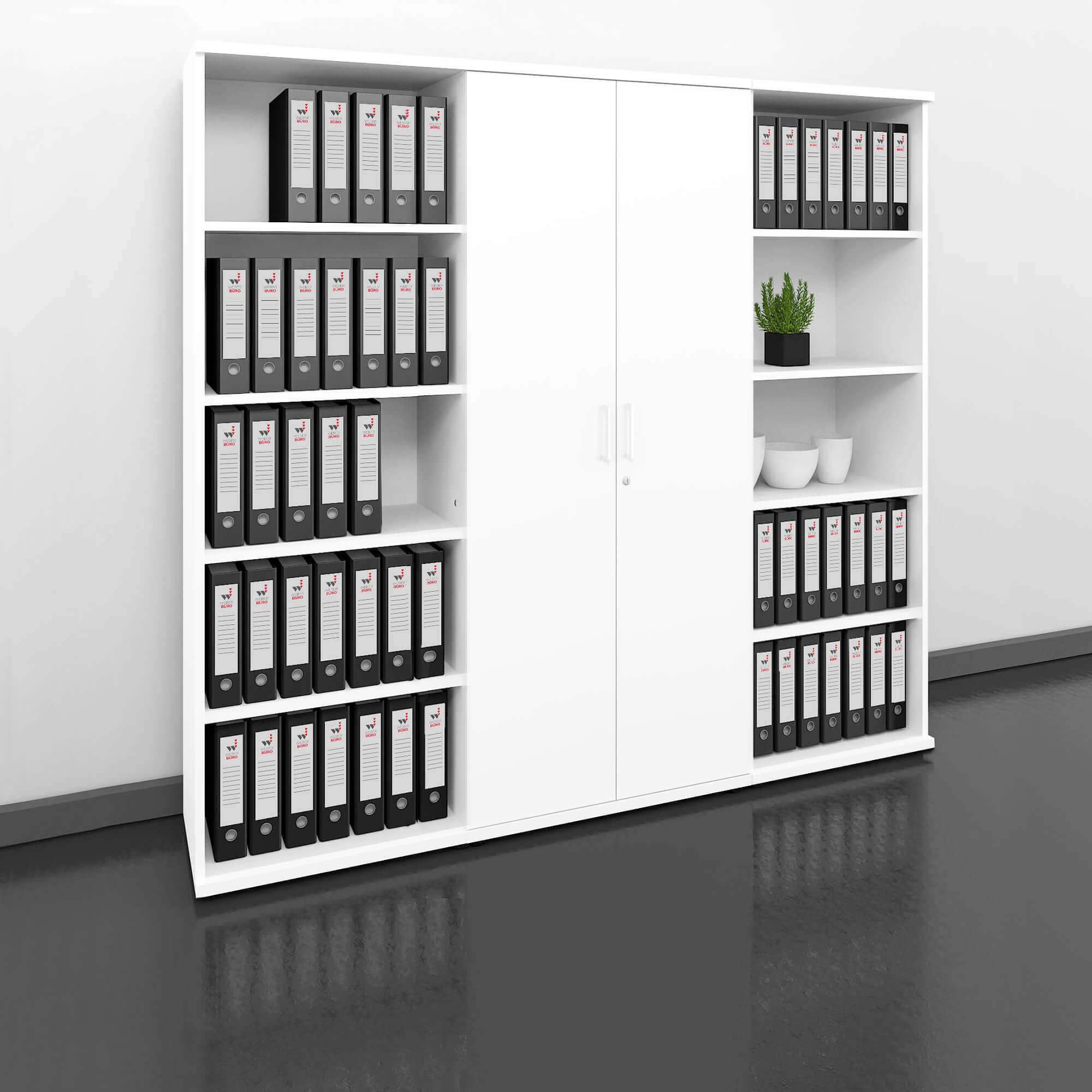 regały i szafy biurowe stoją przy ścianie