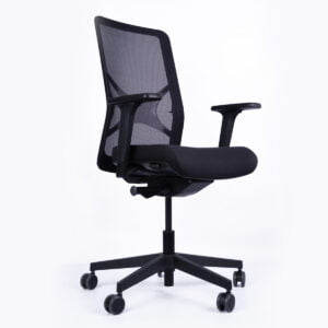 czarny fotel biurowy zdjęcie na białym tle