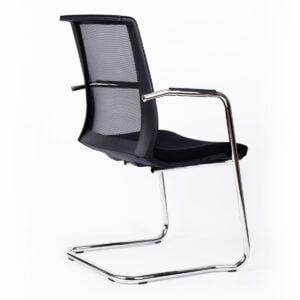krzesło do stołu konferencyjnego na białym tle - widok z tyłu
