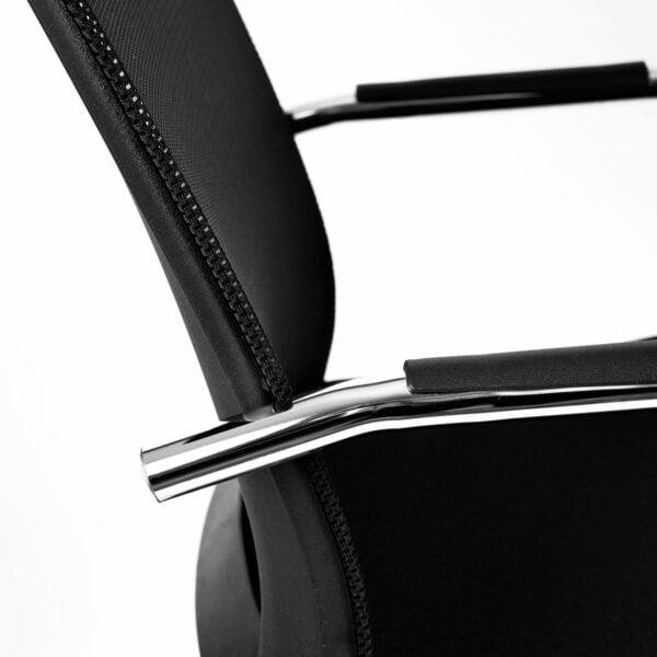 krzesło do stołu konferencyjnego na białym tle - szczegóły