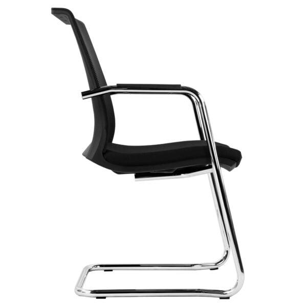 krzesło do stołu konferencyjnego na białym tle - widok z boku
