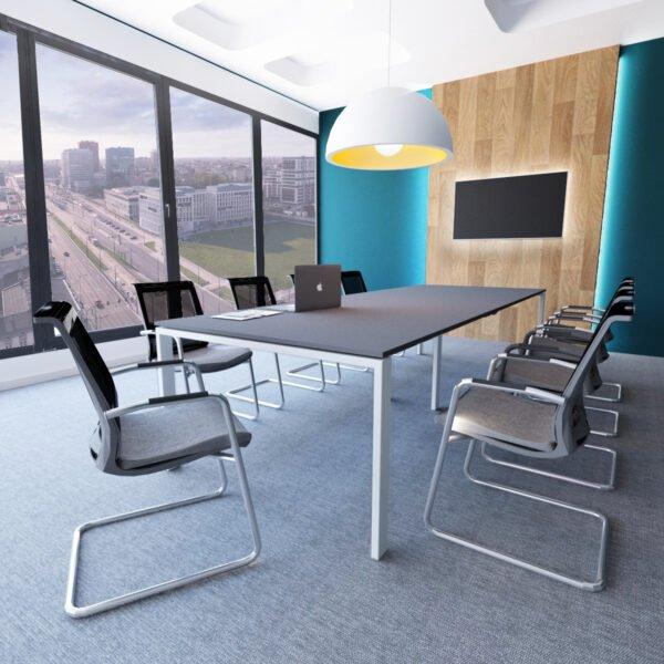 sala konferencyjna i krzesła
