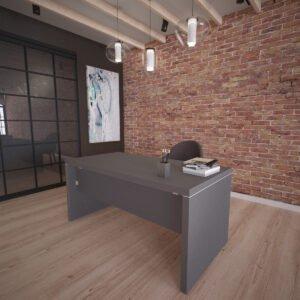 grafitowe biurko z grubym blatem stojące obok loftowej ściany