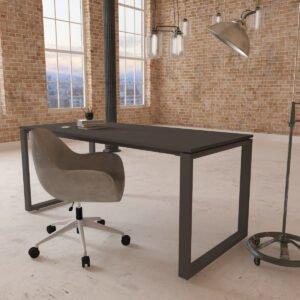 biuro loft z modernistycznym biurkiem