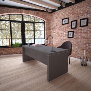 grafitowe biurko szefa w eleganckim wnętrzu z ceglaną ścianą