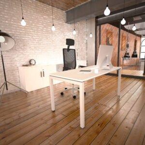 białe biurko stoi na drewnianej podłodze obok białej ściany
