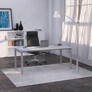 eleganckie miejsce pracy ze skórzanym fotelem i białymi szafami