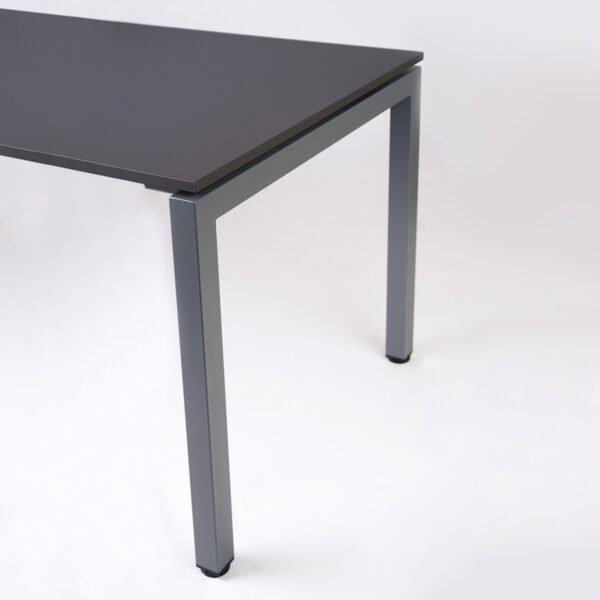 biurko do biura pokazane z boku