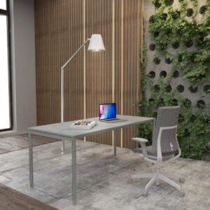 piękny szary fotel biurowy i szare biurka w przyjemnym biurze