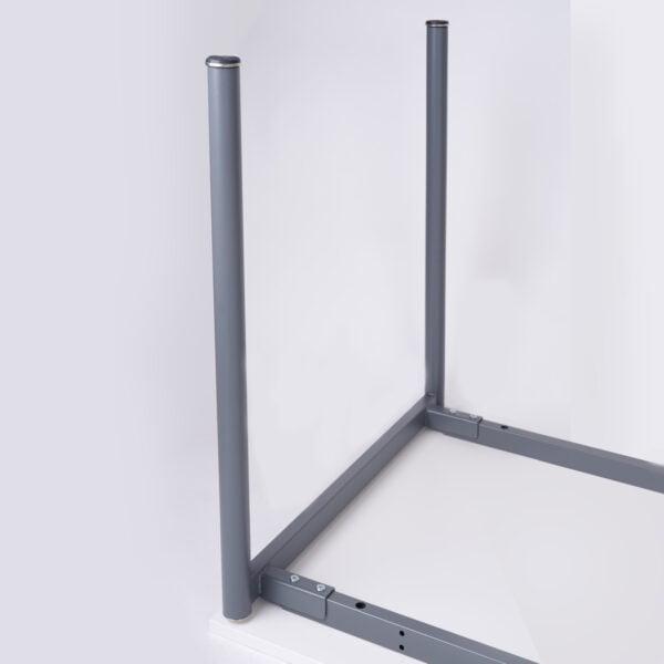 zdjęcie nóg i stelaża biurka