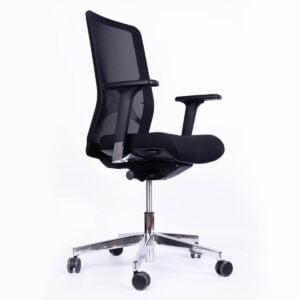 zdjęcie fotela biurowego dla szefa, na białym tle