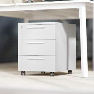 szary kontenerek stoi pod biurkiem