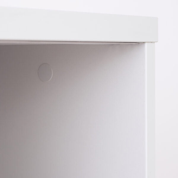 ściana szafy w biurze
