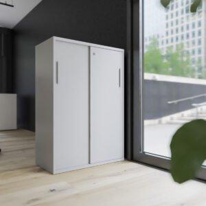 przestrzeń biurowa z szafą