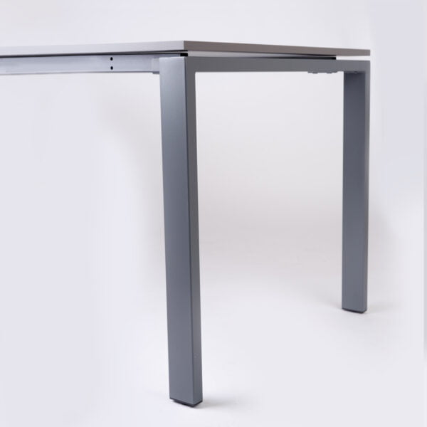 nogi metalowe stołu do biura