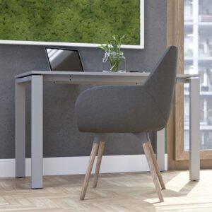 szare małe biurko w małej przestrzeni biurowej