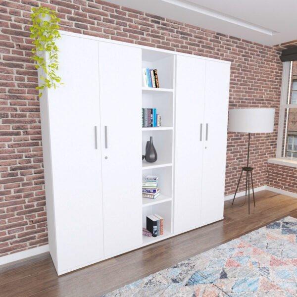 zestaw szaf stoi na tle ceglanej ściany